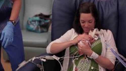 Miłość matki - krótki film o tym, jak dodaje sił wcześniakowi