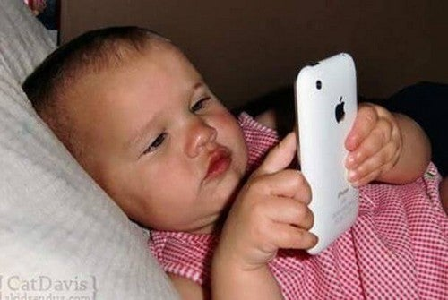 Wpływ iPadów i smartfonów na dzieci poniżej 2 lat