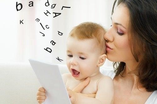 Dziecko uczy się mówić
