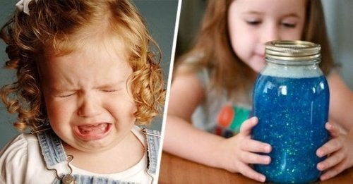płaczące dziecko i słoik
