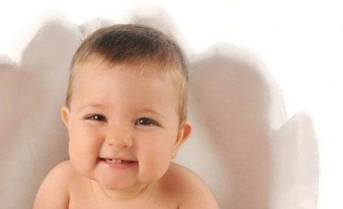 Śmiejące się dziecko sprawia, że mózg mamy jest spokojny