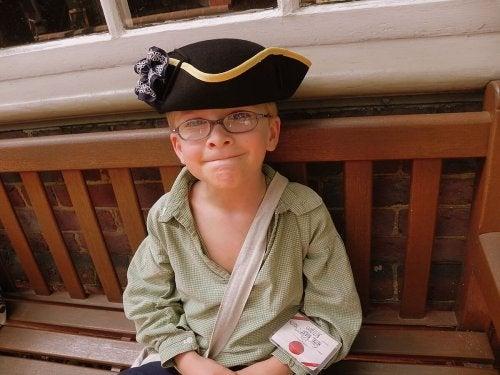 Chłopiec w kostiumie pirata