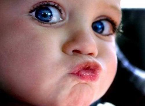 Dać całusa czy nie dać - dziecięce prawo do odmowy