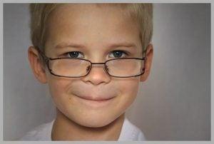 Uśmiechnięty chłopczyk