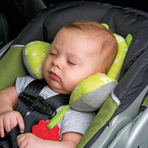 Usypianie dziecka w foteliku samochodowym - zły pomysł