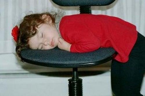 Twoje dziecko późno chodzi spać? Oto konsekwencje