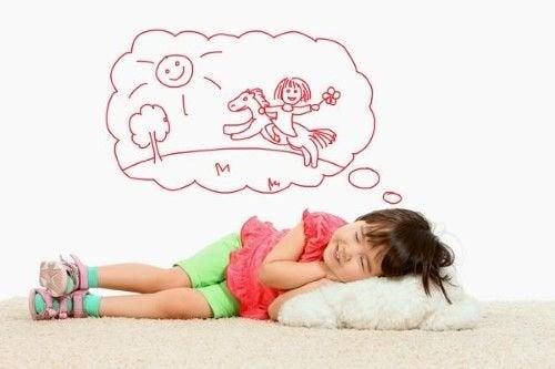 Dziewczynka ma kolorowy sen