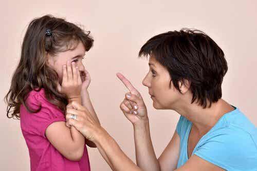 Grożenie dziecku – dlaczego jest złe i jak przestać to robić