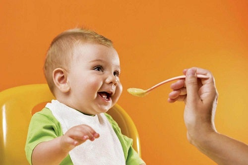 Karmienie dzieci poniżej trzeciego roku życia – 13 porad
