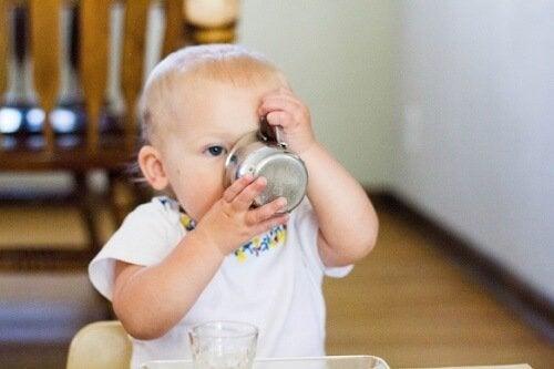 Kiedy niemowlę może napić się wody?