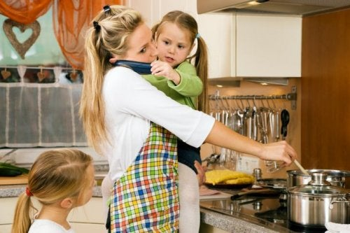 Mama i dzieci w kuchni - brak wakacji