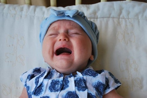 Opieka nad płaczącym dzieckiem. Dlaczego taka ważna?