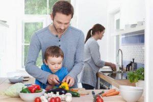 Rodzina gotuje razem - czego potrzebuje mama od swojego męża
