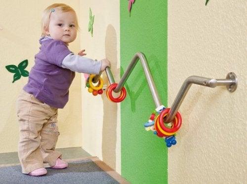 Dziewczynka - zabawa na każdym etapie dzieciństwa
