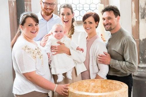 Rola rodziców chrzestnych jest kluczowa w życiu dziecka.