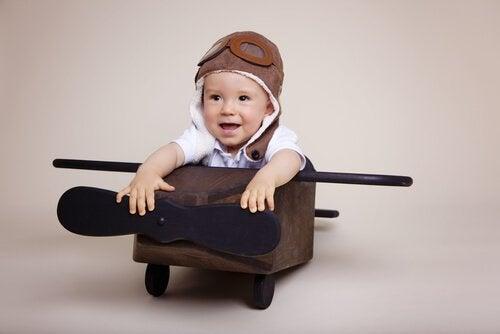 Dziecko pilot w samolocie