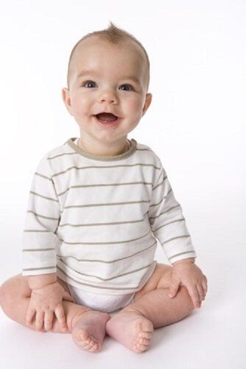 Nauka siadania na wesoło – ćwiczenia dla Twojego maluszka