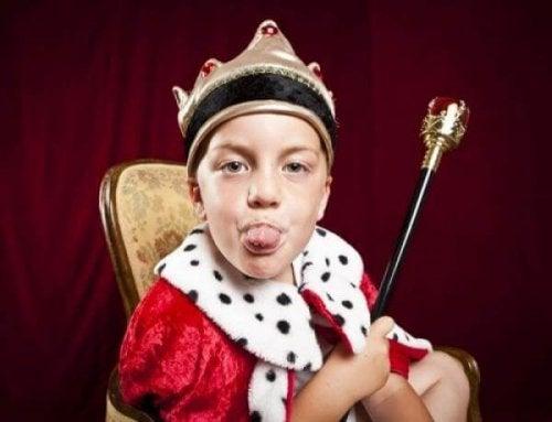 Dziecko wystawia język - syndrom cesarza u dziecka