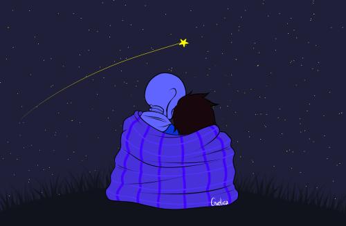Mama i dziecko otuleni kocem patrzący na spadającą gwiazdę