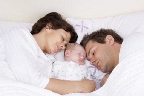 Wspólne spanie – jak może wpłynąć na związek
