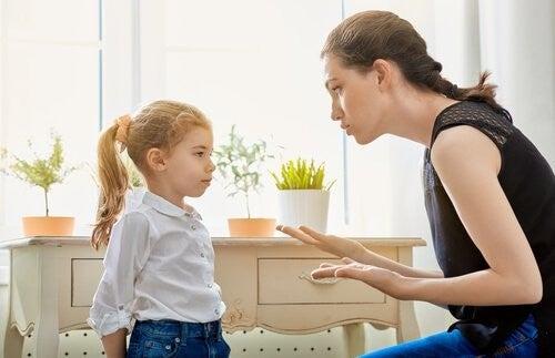Poważna rozmowa matki z córką
