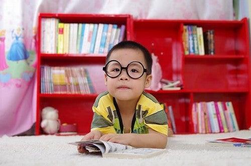 Nauczyć dziecko samodzielnego uczenia się – jak to zrobić?