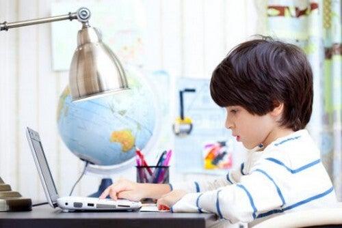 Jak nauczyć dziecko samodzielnego uczenia się