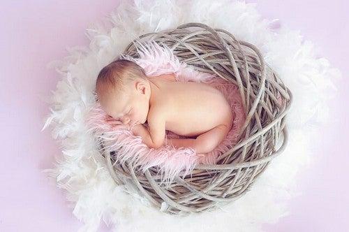 Jak dziecko śpi? Potrzeby snu dziecka w wieku 4-6 miesięcy