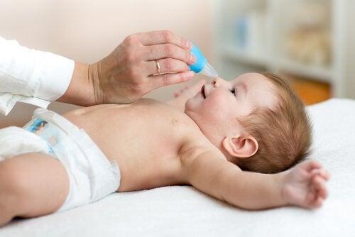 Zatkany nos u dziecka – jak skutecznie go udrożnić?