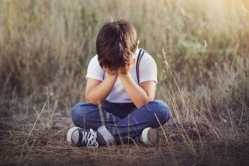 Zaniedbanie emocjonalne u dzieci – 4 objawy