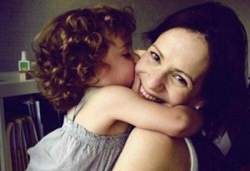 Jak być szczęśliwą mamą – poznaj 101 niezastąpionych sposobów
