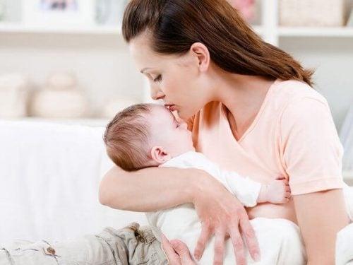 Trzymaj dziecko w ramionach jak najczęściej