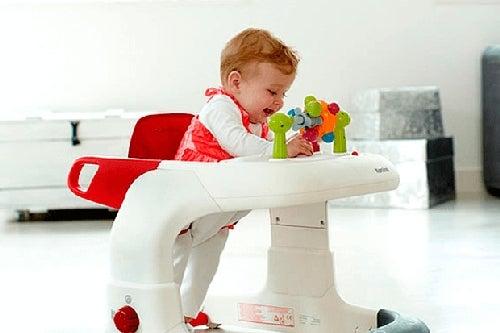 Dziecko w chodziku