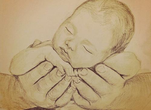 Noworodek w dłoniach rodzica
