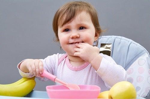 Nauka samodzielnego jedzenia – jak zachęcić do tego dziecko?