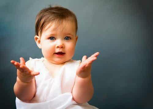 Język migowy Twojego dziecka. Jak zacząć go rozumieć?
