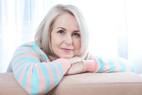 Objawy menopauzy – jak sobie z nią radzić?