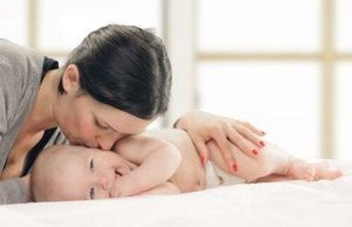 Czułość – jak pomóc dziecku rozwinąć tę cechę?