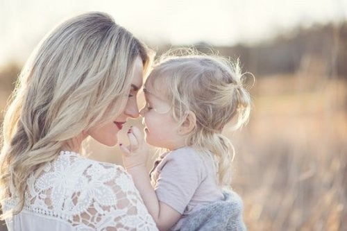 Szczęśliwa matka z córką