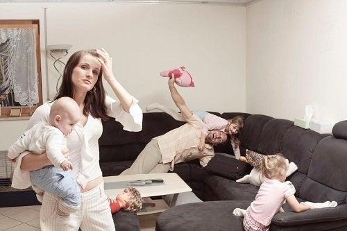 Mamy są bardziej zestresowane od ojców – dlaczego?