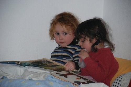 Nawyki dziecka - wspólne czytanie w łóżku