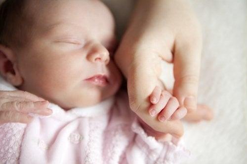 Mycie rąk - dlaczego jest ważne przed kontaktem z dziećmi?