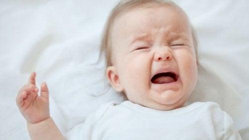 Płaczący niemowlak