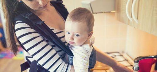 Noszenie niemowlęcia w chustach: jakie ma znaczenie dla rozwoju dziecka