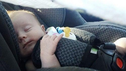 Podróżowanie z noworodkiem - kilka wskazówek, które musisz znać