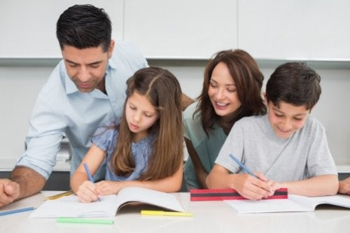 Rodzina odrabia lekcje