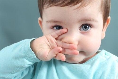 Dziecko z katarem