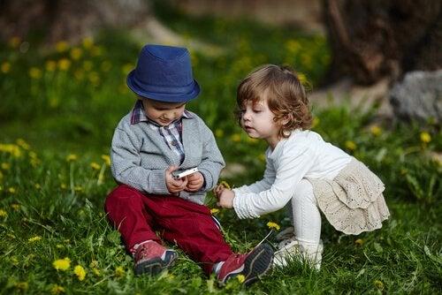Dzieci z telefonem