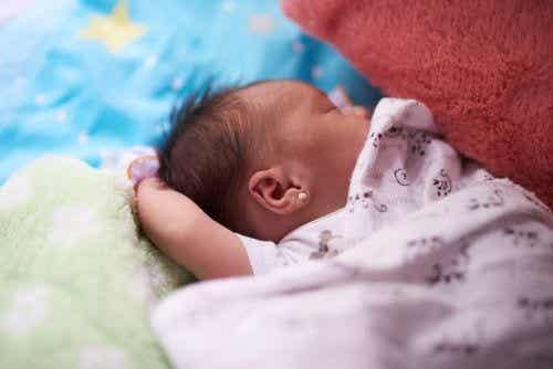 Kolczyki dla niemowląt: wszystko, co musisz wiedzieć