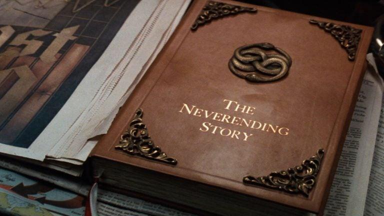 """Książka """"Niekończąca się opowieść"""""""